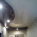 Натяжные потолки в прихожей